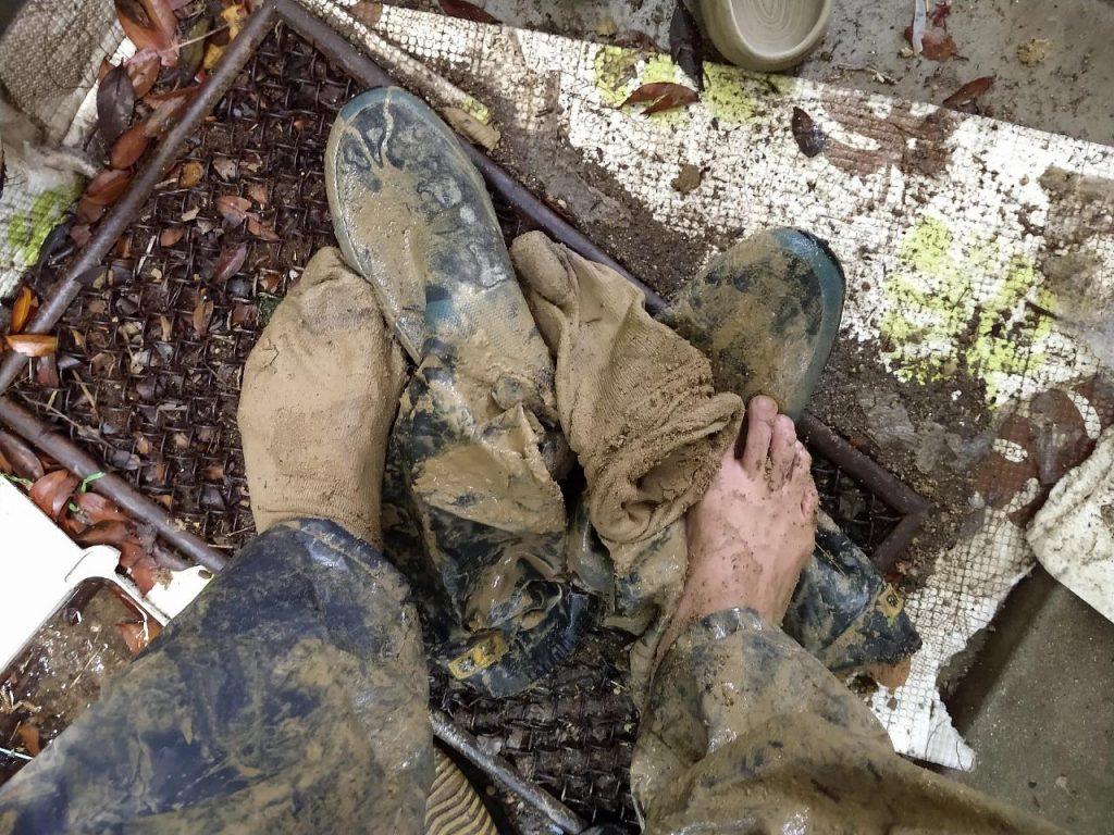 泥まみれの作業着